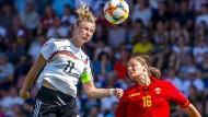 Am eifrigsten und am treffsichersten: Deutschlands Spielführerin Alexandra Popp (l.)