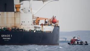 Offiziere des festgesetzten Supertankers gegen Kaution freigelassen