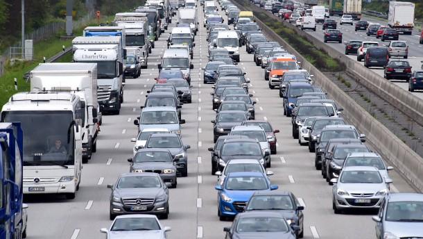 Volle Straßen zum Ferienende in Hessen erwartet