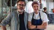 Der Künstler Ólafur Elíasson und seine Schwester, die Gastronomin Victoria Elíasdóttir, in  Reykjavik
