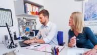 Gleiches Gehalt für gleiche Arbeit? Zwischen den Geschlechtern gibt es in der Bezahlung nach wie vor unerfreuliche Unterschiede.