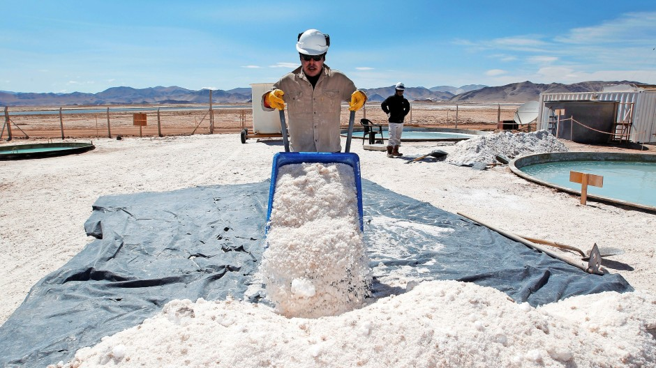 Lithium aus Argentinien: Der Grundstoff , meist aus Südamerika, muss in speziellen Fabriken aufgearbeitet werden.