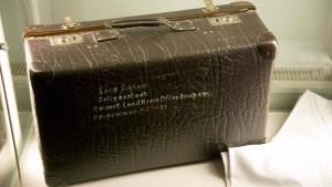 Nur ein Koffer mit Bettwäsche erinnert an Sara Schloss