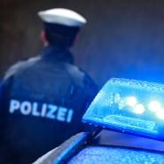 Gefälschte Plakette: Die Beamten haben den Fahrer vorläufig festgenommen, Fahrzeugschein und Kennzeichen wurden sichergestellt (Symbolbild).