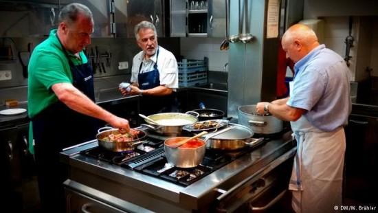 Spanische Männerkochclubs in der Kritik