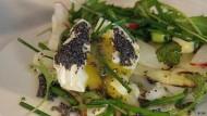 Pochiertes Ei mit Mohnbutter und Spargel