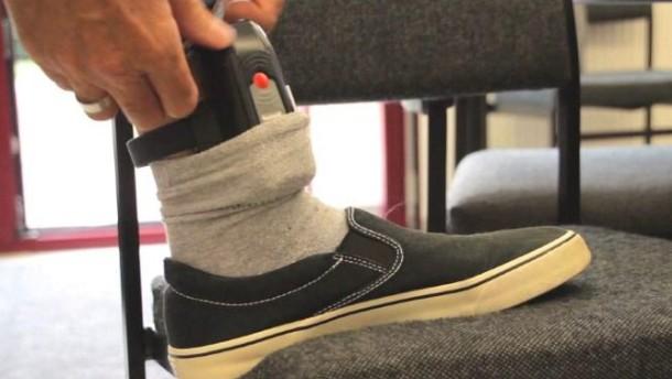 So funktioniert die Überwachung elektronischer Fußfesseln