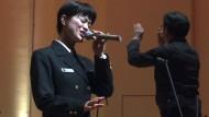 Japans Armee wirbt mit Miss-Wahl und singender Soldatin