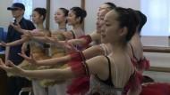 Pariser Ballettstars unterrichten Nachwuchs in Fukushima