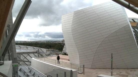 Gehrys Koloss aus Stahl und Glas