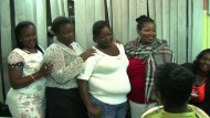 Afrikanerinnen stehen zu ihren Kurven
