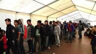 Riesiges Flüchtlingszelt an Grenze zu Bayern