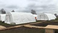 Erstes Zeltlager für Flüchtlinge eröffnet
