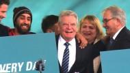 Gauck bei Gedenken an ermordete Sinti und Roma
