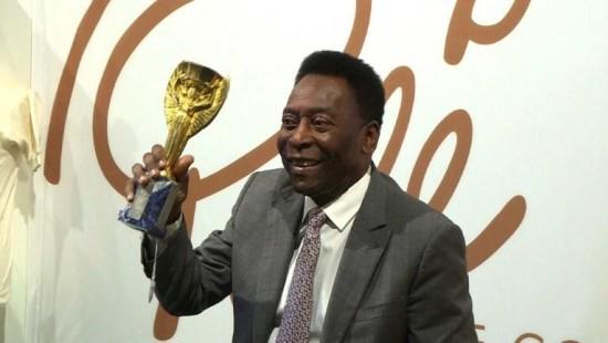 Pelé versteigert Trophäen für guten Zweck