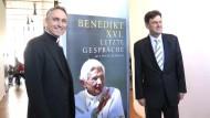 Gänswein stellt Papst-Buch vor