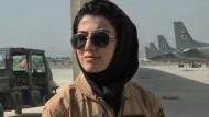 Wirbel um Afghanistans erste Kampfpilotin