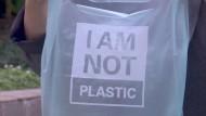 Mit essbaren Tüten gegen den Plastikwahnsinn