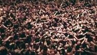 10.000 nackte Japaner streiten um Holzstäbchen