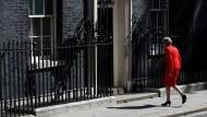 May nach ihrer Rücktrittsankündigung am Freitag vor ihrem Amtssitz 10 Downing Street