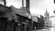 Eschenheimer Tor in Frankfurt nach Kriegsende und heute