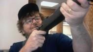 """Rächer der kleinen Leute - Michael Moore in seinem Film """"Bowling for Columbine"""""""