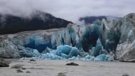 Mal kleiner, mal größer: Der kalbende Taku-Gletscher im Süden Juneaus, der größte Auslassgletscher des Eisfelds, nimmt dann und wann auch zu.