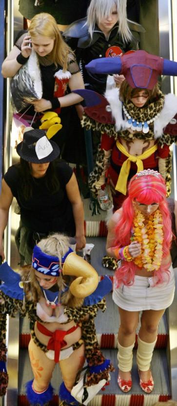 Hüte hörner heldenposen cosplay auf der buchmesse