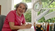 Judith Kerr, geboren am 14. Juni 1923 in Berlin, gestorben am 22. Mai 2019 in London, im Mai 2003 in ihrem Studio in London
