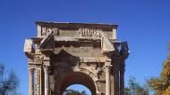 Römischer Ehrenbogen des Septimius Severus in der libyschen Ruinenstätte Leptis Magna