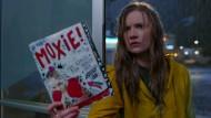 Vivian (Hadley Robinson) kämpft für mehr Gerechtigkeit.
