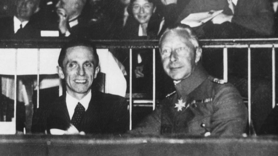 Eine Randfigur? Kronprinz Wilhelm von Preußen (r.) mit Joseph Goebbels (M.) und Georg Heinrich von Neufville beim Polizeisportfest 1933 in Berlin