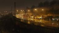 Stuttgart, Weinsteige, nachts: Der Verkehr steht still - und irgendwo im Stau sitzt ein Mörder.