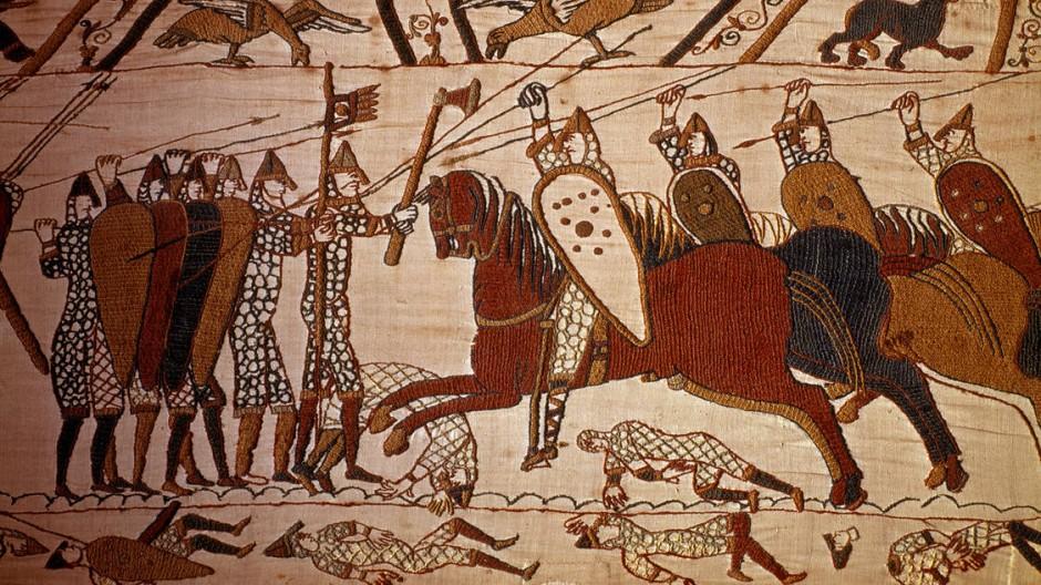 Germanen, Angelsachsen und Normannen: Woraus setzt sich der Engländer zusammen? Hier ein Kampf ums Dasein, abgebildet auf dem Teppich von Bayeux.