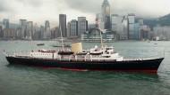 Nur Tage nach dem Brexit-Referendum wurden Stimmen laut, die 1997 ausgeflaggte königliche Yacht wieder einzusetzen: Die Britannia 1997 im Hafen von Hongkong.