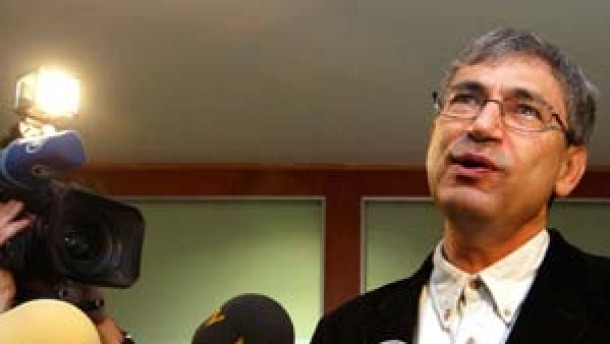 Turkish novelist Pamuk makes speech at meeting of writers who gathered to show their support day before his trial in Istanbul