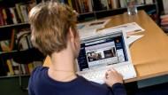 Die Autorin und die Website von OkCupid.