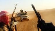 Aus einem Propaganda-Video des IS vom 8. Juni: Diese Dschihadisten sollen in der Nähe von Tikrit kämpfen.