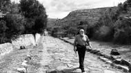 Mit den Füßen sieht man besser: Paolo Rumiz auf der Via Appia Antica bei Itri. Die Straße lag vor ihrer Wiederentdeckung Jahrzehnte unter einer Müllkippe.