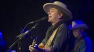 Jetzt singt er auch noch – zum Glück! Kiefer Sutherland mit Hut und Gitarre im Frankfurter Club Gibson.