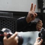 Diese Verhaftung blieb nicht verborgen: Am 1. Mai dieses Jahres kamen im Istanbuler Stadtteil Besiktas Menschen zu einer Demonstration zum Tag der Arbeit zusammen. Sie wollten zum Taksim-Platz, viele wurden, wie auf unserem Bild zu sehen, von der Polizei festgenommen.