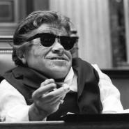 """Peter Radtke als Rotpeter in Kafkas """"Bericht für eine Akademie"""", inszeniert von George Tabori 1992 in Wien."""