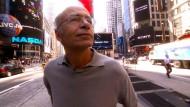 """Der Philosoph Peter Singer ist Mitherausgeber des """"Journal of Controversial Ideas"""" – Szene aus dem Film """"Examined Life"""""""