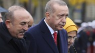 Wie hat es seine Nichte unter die besten Fünf geschafft? Außenminister Mevlüt Çavusoglu neben Präsident Erdogan im November in Paris