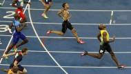 0,1 Sekunden wären vielleicht noch drin: Über hundert Meter ist Usain Bolt (hier im Ziel des 200-Meter-Wettlaufs in Rio) schon nah an der überhaupt möglichen Bestzeit.