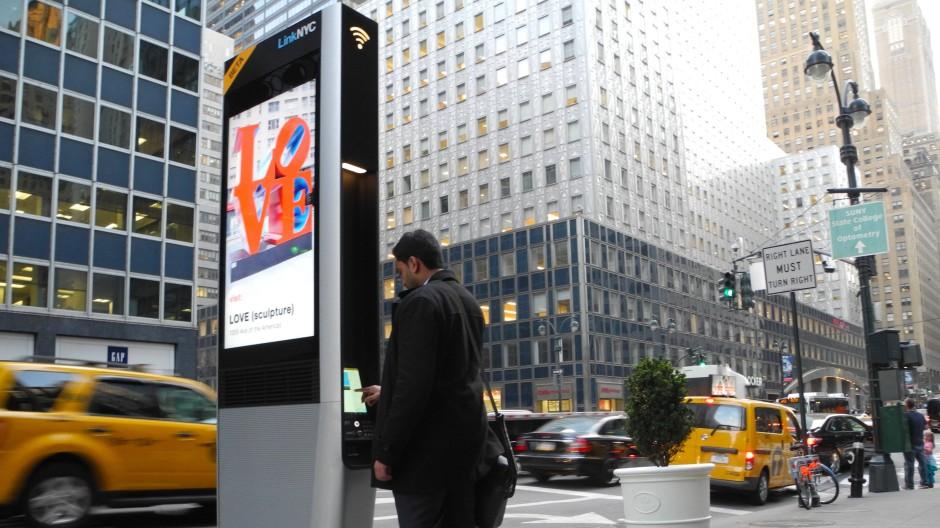 Eine von über siebentausend Telefonsäulen in New York City: Google ist gerade dabei, das größte städtische W-Lan-Netzwerk der Welt zu schaffen