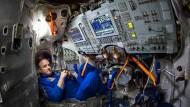 Der amerikanische Astronaut Scott Kelly 2015 in einem russischen Simulator