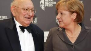 Merkel lobt Reich-Ranicki als Ikone des Feuilletons