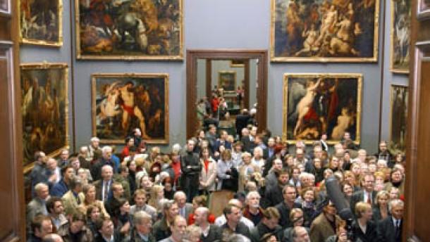 Dresdner Gemäldegalerie und Semperoper wieder geöffnet
