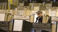 Techniker bei der Vorbereitung von Wahlcomputern zur Präsidentenwahl in Philadelphia im Oktober 2016